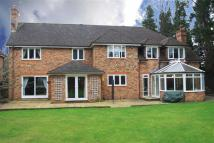 6 bed Detached house in Berry Close, Wilmslow