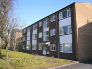 Flat to rent in Rookfield Avenue, Sale...
