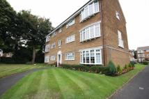 2 bedroom Flat to rent in Pinewood Court...