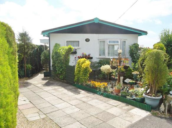 2 Bedroom Park Home For Sale In CLIFFDALE GARDENS Portsmouth PO6