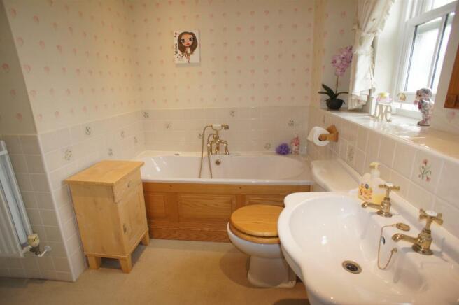 LUXURY BATHROOM ENSU