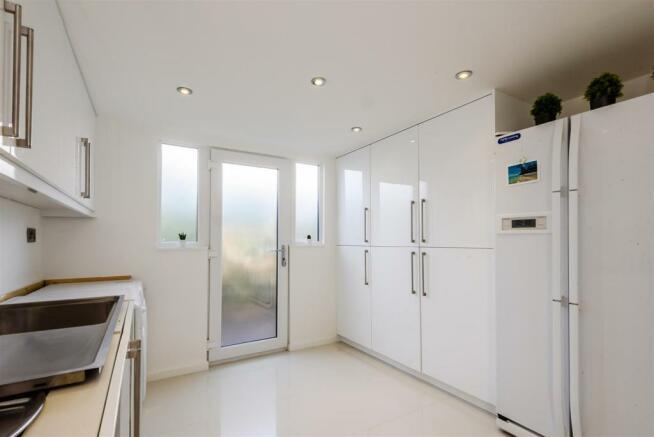 8268596-interior02.j