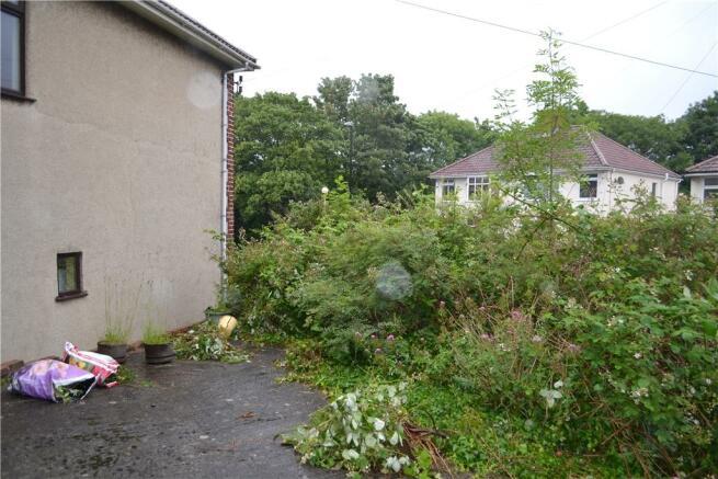 Side garden + parking