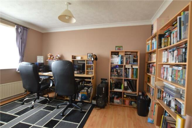 Bedroom 1 / Library/study