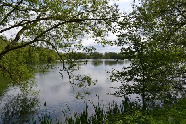 Witney Lake and Meadows Country Park