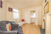 Maisonette in Commonside East, Mitcham...