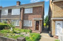2 bedroom Maisonette for sale in Wide Way, Mitcham...