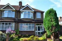 3 bed End of Terrace house in Limes Avenue, WADDON...