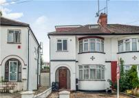 2 bedroom Maisonette in Grove Crescent...