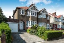 3 bed semi detached home in Glenwood Grove...