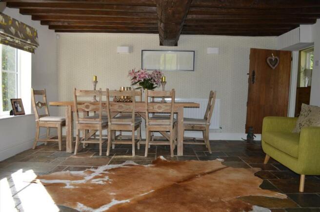 DINING/SITTING ROOM