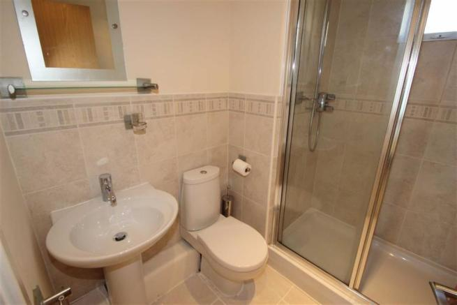 EN-SUITE SHOWER / WC