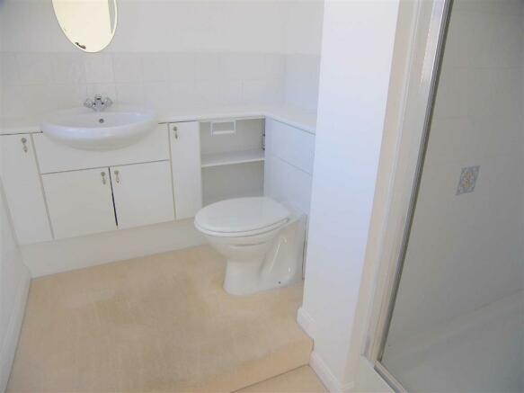 EN-SUITE SHOWER / WC