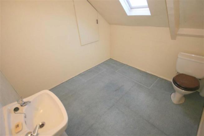 CLOAKROOM / WC or BE