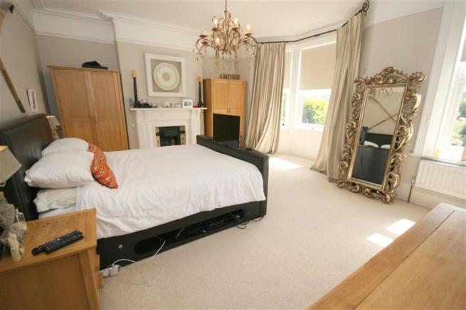FRONT DOUBLE BEDROOM ONE