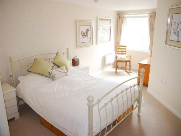 lys lan bedroom 2.JPG