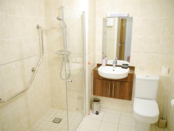 lys lan shower room.JPG