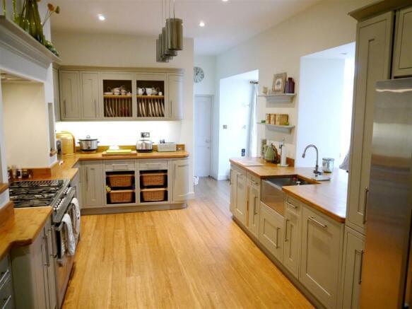 22 fal kitchen 1.JPG