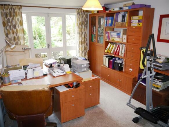 22 fal study bedroom 5.JPG