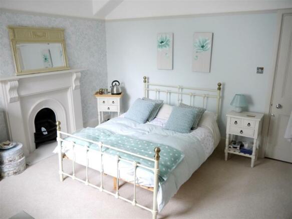 22 fal 2nd bedroom 2.JPG