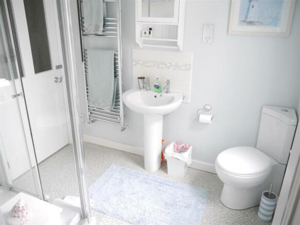 22 fal jack jill bathroom.JPG