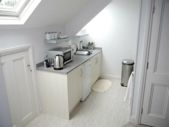22 fal studio kitchen.JPG