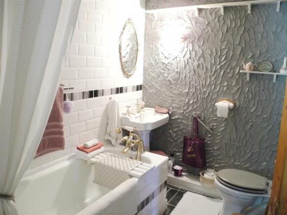 En Suite Bathroom.JPG