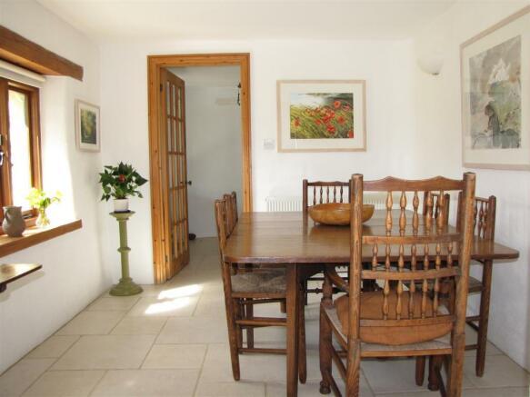 7207 Dining Room (2).JPG