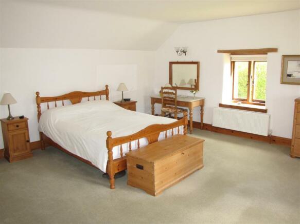 7207 Bedroom 1.JPG
