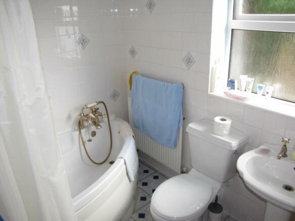 5942 bath.jpg