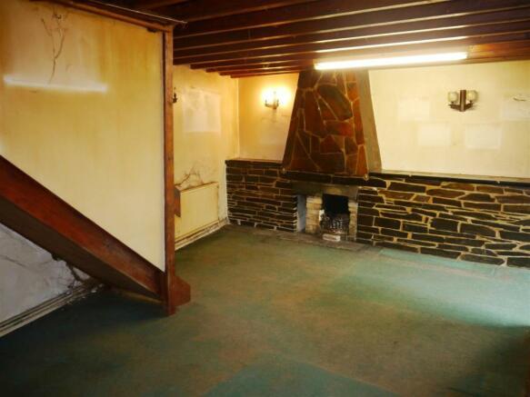 rose living room 1.JPG