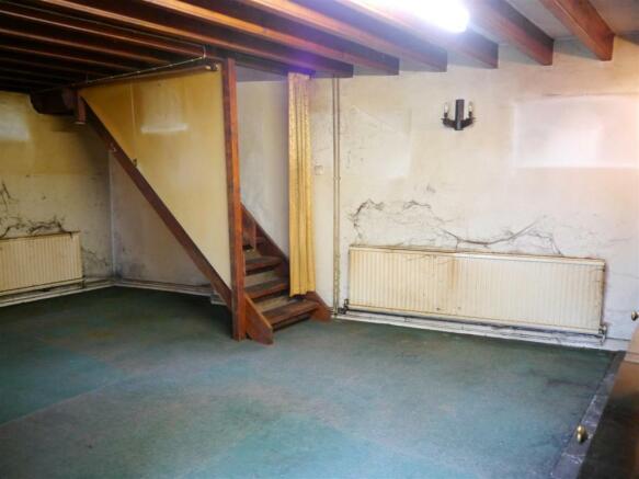 rose living room 2.JPG