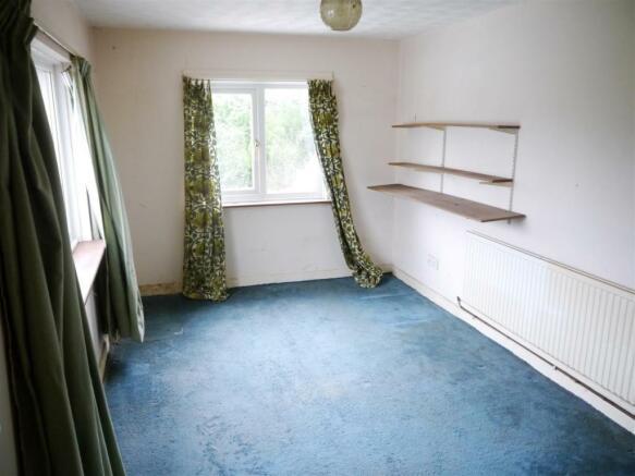 rose bedroom 2.JPG