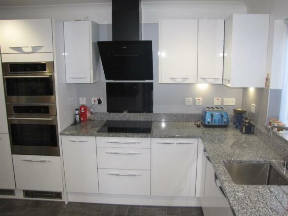 7440 Kitchen 2.JPG