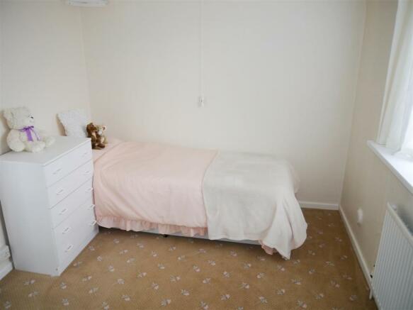 tren bedroom 3.JPG