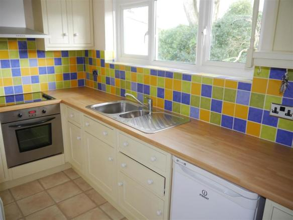 elm kitchen 1.JPG