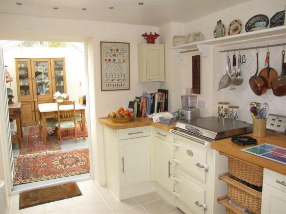 7109 kitchen 1.JPG