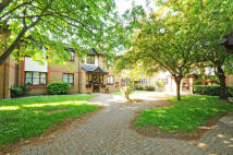Flat for sale in Manor House, Brentford