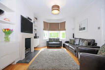 3 bed house in Elthorne Avenue, Hanwell