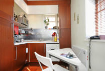 Flat for sale in Askew Crescent...