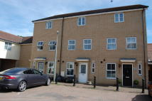 Town House to rent in Highwoods, Colchester...