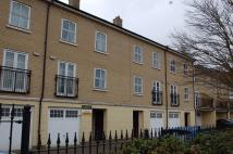 Town House to rent in Albany Gardens...