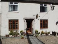 2 bed Flat in Broom Crescent...