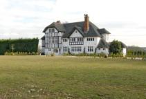 Detached house in Sherfield-On-Loddon...