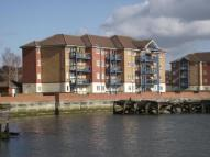 2 bedroom Flat in Riverside Court...