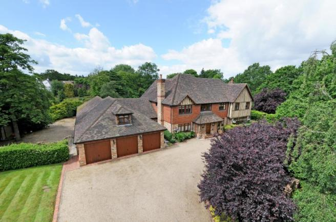 5 Bedroom House For Sale In Park Avenue Farnborough