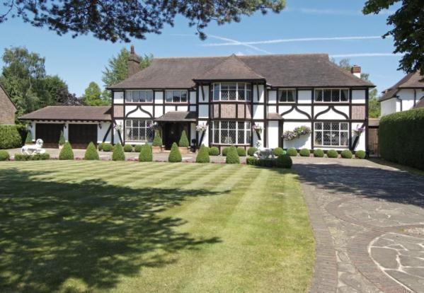 5 Bedroom Detached House For Sale In Park Avenue Farnborough