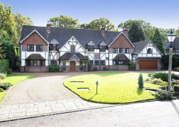 6 Bedroom Detached House For Sale In Park Avenue Farnborough