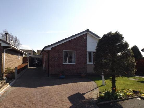 3 bedroom bungalow for sale in The Hawthorns, Fulwood ...