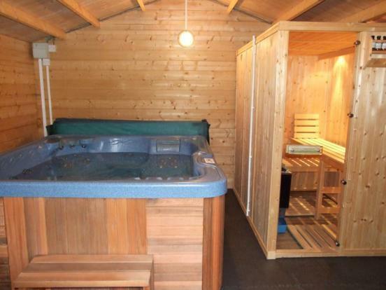 Hot Tub/Sauna